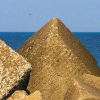 Балтийские пирамиды :: Леонид Соболев