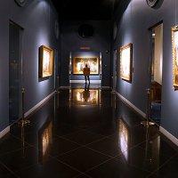В галерее... :: Лариса Корж