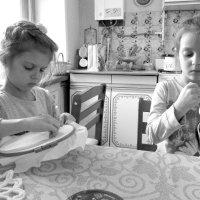 Внучки за работой :: irina