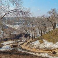 Весна в городе. Мост через  Урал и спуск к реке. :: Elena Izotova