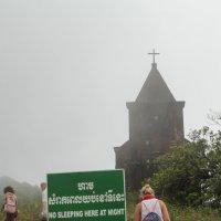 ночью спать тут не рекомендуется) старая церковь Камбоджа, Боккор Хилл :: Светлана Гусельникова
