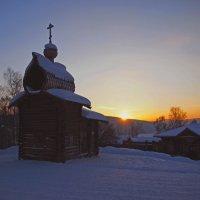 Солнце опускается,скоро спать уйдёт... :: Александр Попов