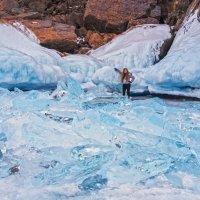 Фото на фоне изумрудного льда :: Анатолий Иргл