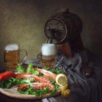 Натюрморт с пивом и креветками :: Ирина Приходько