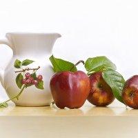 С яблоками и кувшином :: Светлана Л.