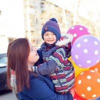 Двое с шариками-1 :: Полина Потапова