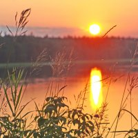 Закат на озере :: Валерий Талашов