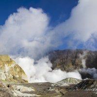 В кратере самого активного действующего вулкана Новой Зеландии на о.Белый :: Tatiana Belyatskaya