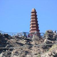 Пагода  на   скале :: Виталий  Селиванов