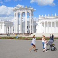Белый павильон с ротондой :: Дмитрий Никитин