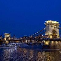 Вечерние прогулки по Дунаю (2). Цепной мост. :: Надежда
