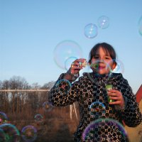Пускание мыльных пузырей :: Валерия