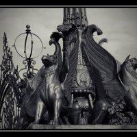 Грифоны Кузьминского парка... :: Victor Vinocurov