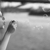 Мыльные пузыри :: Ренат Менаждинов