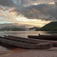 канайма(венесуэла) .Рассвет на красной реке. :: сергей агаев