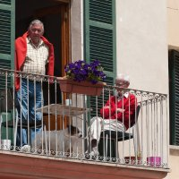 Трое на балконе, считая собаку... :: Анастасия Богатова