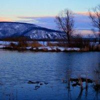 Тихо струится река серебристая ... :: Евгений Юрков