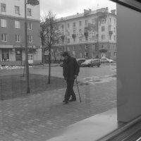 Я вышел на улицу без цели, просто выгуливая свое одиночество. :: Евгений Голубев