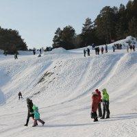 Популярное место для катания с горы. :: Олег Афанасьевич Сергеев
