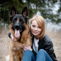 Дама и очень серьезная собачка...) :: Юрий Белов