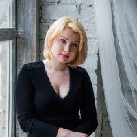 У окна :: Ирина Белоусова