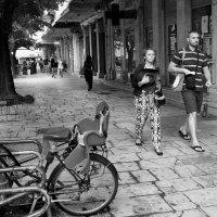 Прогулка по городу :: Николай Ярёменко