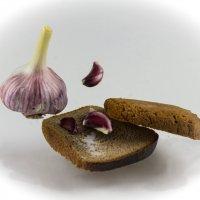 хлеб. чеснок и соль :: Дмитрий Бубер