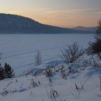 По замёрзшей Ангаре мимо сосен и берёз... :: Александр Попов