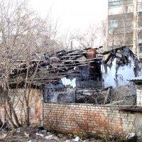 Развалины за колючей проволокой :: Лебедев Виктор