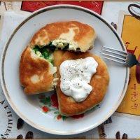 Пирожки с луком-яйцом и чесночным соусом :: Андрей Заломленков