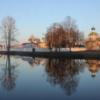 Тихвинский монастырь как в зеркале :: Галина Приемышева