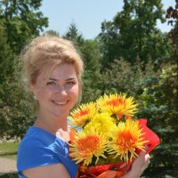 Портрет с букетом желтых цветов :: Сергей Тагиров