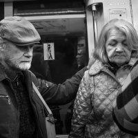 Люди в метро :: Алексей Окунеев