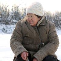 Бабуля на рыбалке. :: Олег Казаков