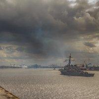 """В Ригу за памперсами или USS """"Donald Cook"""" заходит в рижский порт. :: Peiper ///"""