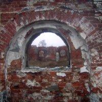 Окно в стене. :: Tarka