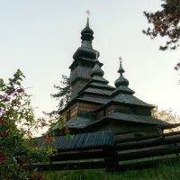 Старинная церковь :: Сергей Форос