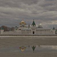 Ипатьевский монастырь , р. Кострома, апрель . :: Святец Вячеслав