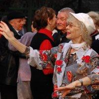 Танцы для тех, кому за... :: Victor Spacewalker