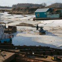 Ледокол на ледоходе... :: Sergey Apinis