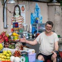 На улицах Нячанга :: Виктор Куприянов