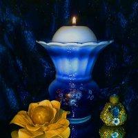 Ночь восходит...в тёмной комнате горит свеча... :: Галина Стрельченя