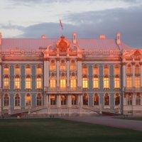 закат перекрасил Екатерининский Дворец в Пушкине :: Елена