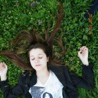 на траве :: Юлия
