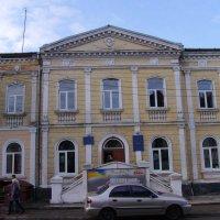 Административное  здание  в  Стрыю :: Андрей  Васильевич Коляскин