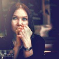 Незнакомка в баре :: Александр Гиренко