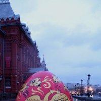Пасхальное яйцо на площади Революции. :: Larisa