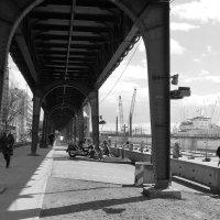Гамбург. Мост возле порта :: Nina Yudicheva