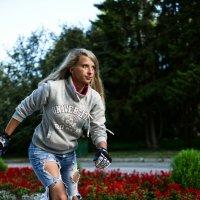 девушка на роликах :: Ольга Хабарова