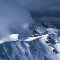 Домик в горах :: юрий